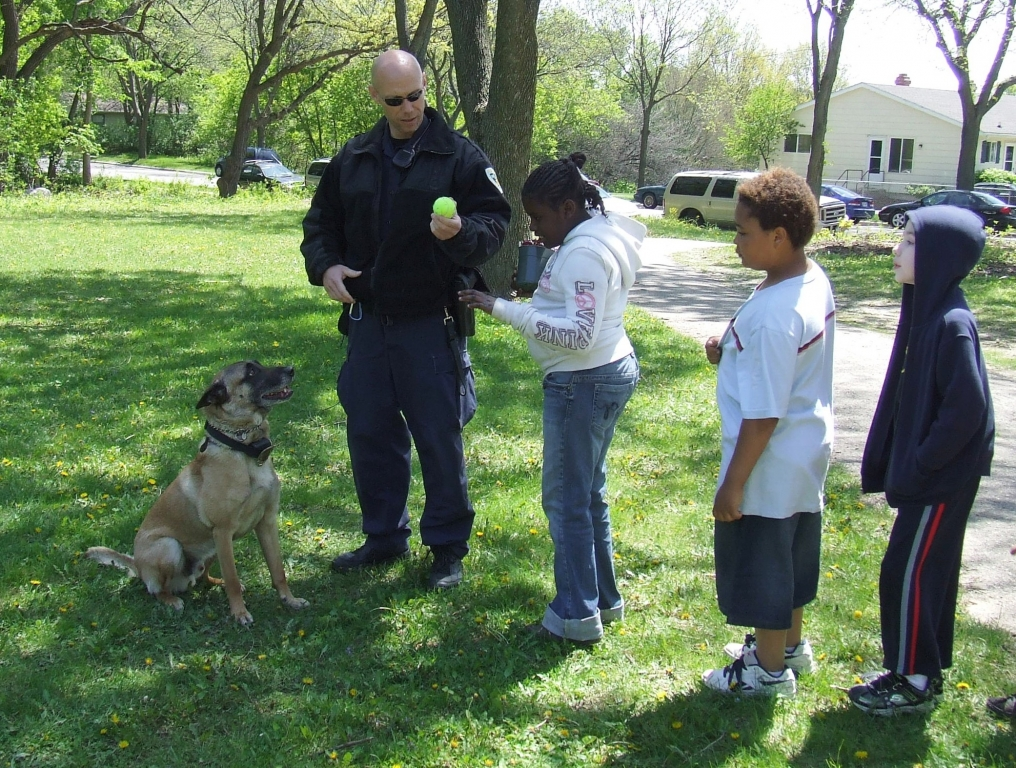 Police Officer Jim Donnell and K9 Johnny with Children
